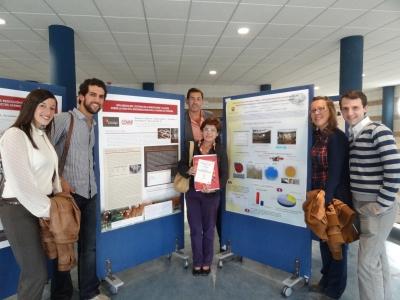 Participantes en la sala de exposición de posters