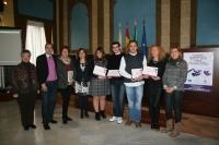 Foto de familia de galardonados e integrantes del jurado