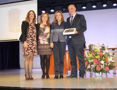 Rosario Mérida y María Rosal, junto al presidente de la Diputación y la delegada del Área de Igualdad.