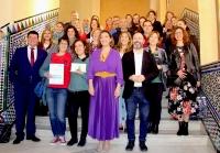 Foto de familia de autoridades, premiados y participantes en las jornadas