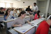 Estudiantes realizando las pruebas de Selectividad en la Facultad de Ciencias del Trabajo