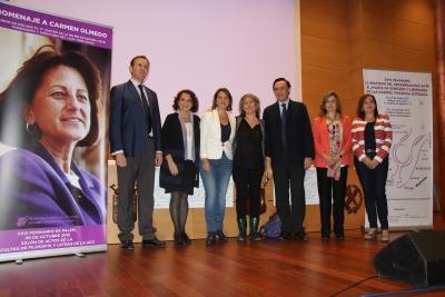 Foto de familia de autoridades asistentes al Feminario