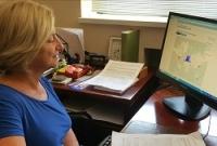 Carmen Galán, investigadora de la UCO en su despacho