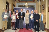 Foto de familia de autoridades asistentes a la firma del convenio.
