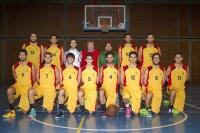 El equipo de baloncesto masculino en el partido de ida en Menéndez Pidal