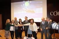 Autoridades tras la presentación de la incubadora BIO-Tech