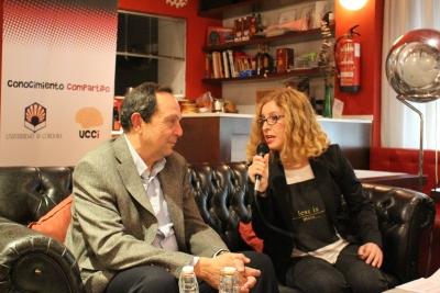 El catedrático Jesús Díez Dapena y la periodista Marta Jiménez, durante la primera sesión de la cuarta edición de 'Cienciaficcionados'