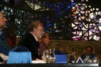 El rector cierra el acto, junto a la presidenta del cosejo social, Anabel Carrillo
