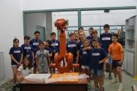 Foto de familia de participantes en uno de los talleres de robótica