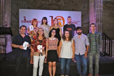 Participantes en el acto tras finalizar la presentación