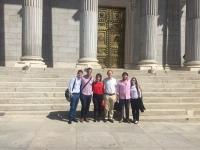 Grupo de estudiantes ante el Congreso