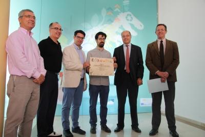 De izquierda a derecha, Jesús Diz, José Álvarez, Pedro García, Jesús Zurita, Antonio Cubero y Eulalio Fernández, en el momento de hacer entrega del premio.
