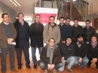 De izq. a dcha. Ezequiel Herruzo, Francisco Gracia y Julio de la Vega con alumnos de la UCO