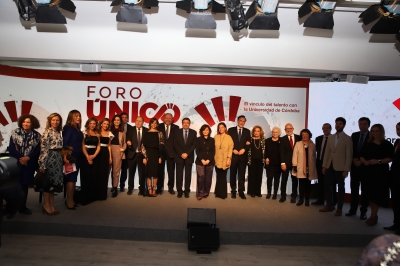 Foto de familia de personalidades a la presentación en Madrid del Foro Único.