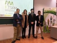 La directora de la ETSIAM con los responsables de la Cata ofrecida al alumnado de Enología