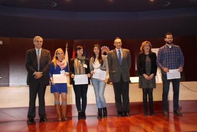 El rector, la vicerrectora de Postgrado y el director de la Escuela de Doctorado de la UCO, junto a los premiados