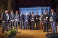 Los premiados, con responsables de la Caja Rural del Sur