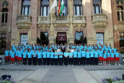El rector, con los equipos que respresentarán a la  UCO en los Juegos Europeos Universitarios