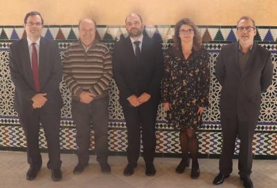 Miembros del jurado que ha fallado los galardones junto con el vicerrector de Investigación y Desarrollo Territorial de la UCO, Enrique Quesada, en el centro)