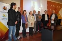 Foto de familia de integrantes del jurado y autoridades universitarias antes de dar a conocer el fallo del jurado