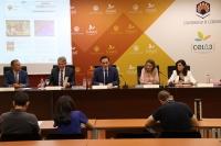 De izquierda a derecha, Juan Luna, Lorenzo Salas, José Carlos Gómez Villamandos, Rosa Gallardo y Francisca Daza, en la rueda de prensa para presentar las novedades en la oferta académica de la UCO