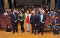 A la izquierda José Carlos Gómez y Mª Luisa Ceballos con representantes de la Diputación y UCOidiomas