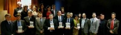 Los premiados con sus galardones
