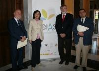 Pedro Molina, Rosa Aguilar, Jose Manuel Roldán y Francisco Martínez, tras la firma del convenio