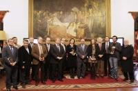 Los premiados con miembros del Foro y autoridades universitarias