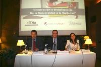 De izquierda a derecha, Luis J. Pérez Bustamante, José Carlos Gómez Villamandos y María Jesús Almanzor minutos antes del comienzo de la conferencia.