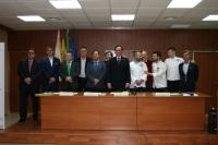 El rector de la UCO, acompañado de diferentes autoridades académicas, durante la clausura de las jornadas.