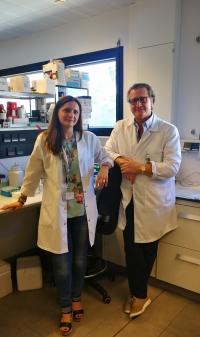 La investigadora Carmen Navarrete junto a Eduardo Muñoz