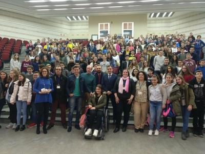 Autoridades y participantes en la XXXIV Olimpiada Matemática Thales