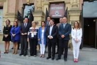 Foto de familia de autoridades asistentes al acto inaugural del Congreso que se ha celebrado esta mañana en el Rectorado.