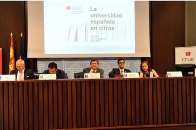 Mesa presidencial del acto de presentación del informe