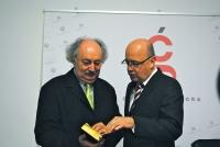 De izquierda a derecha, Antonio Colinas y Joaquín Roses