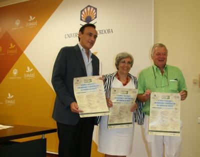 De izquierda a derecha, José Carlos Gómez, María José Porro y José Cosano presentan el seminario.