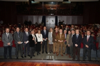 Foto de familia de autoridades asistentes al primer acto con motivo del cincuenta aniversario de la ETSIAM