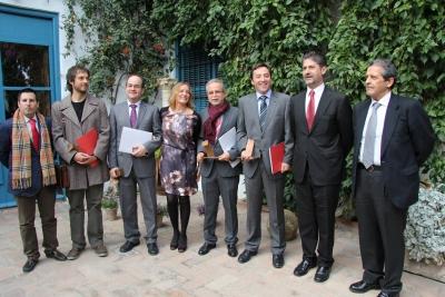 Autoridades y premiados al término del acto de entrega de premios