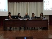 En el centro el vicerrector de Estudiantes, Alfonso Zamorano, en la mesa informativa ofrecida al alumnado