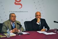A la izquierda, Carlos Clementson, acompañado por el director de la Cátedra Góngora, Joaquín Roses.