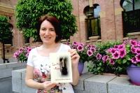 La autora, con la novela finalista