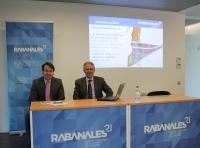 De izquierda a derecha, Juan Ramón Cuadros y Manuel Pineda, durante la rueda de prensa