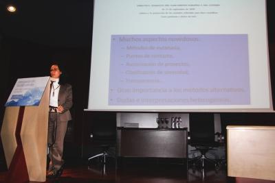 Pilar León, jefa de servicio de la Dirección General de Recursos Agrícolas y Ganaderos, ha protagonizado la primera de las ponencias.