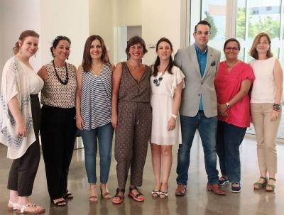 profesoras de UCOidiomas con Joaquín Trapero y la jefa de Estudios, Loly Díaz.