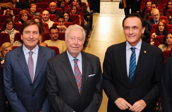 En el centro, José Luis García Palacios