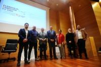 Foto de familia de autoridades académicas y participantes en la sesión inaugural del ciclo.