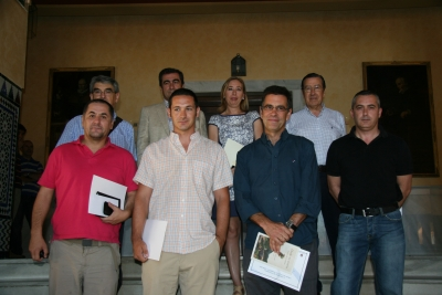 Los premiados con miembros de la Cátedra
