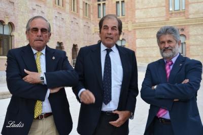 Los hermanos Miura con Aniceto Méndez ( dcha)