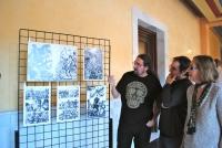 Un momento de la inauguración. De izq. a dcha Raúlo Cáceres, Javier Fernández y Carmen Blanco